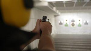 Во время учебной стрельбы мужчина получил травму головы Фото: Scanpix