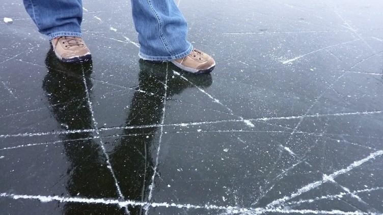 В центре Пярну вышедшие на лед не смогли самостоятельно вернуться на берег