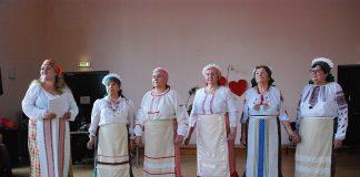 """Пярнуский клуб """"Надежда"""" и коллектив """"Родные напевы"""" говорили с публикой о любви"""