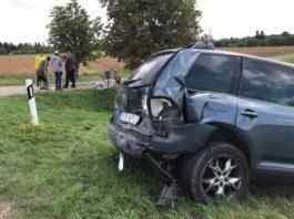 Тяжелая авария: в Пярнумаа столкнулись три автомобиля, есть пострадавшие